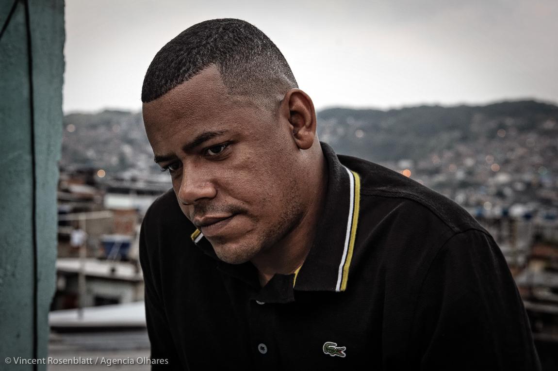 Thiago Jorge Rosa dos Santos, Vila Cruzeiro, junho de 2013, foto de Vincent Rosenblatt